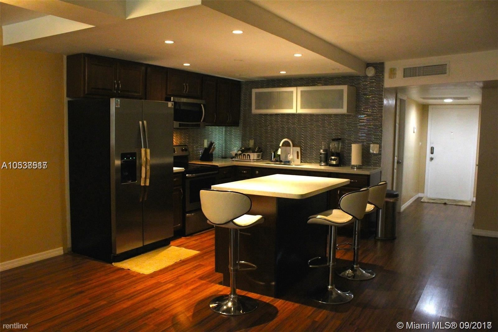 445 NE 195th St Apt 126